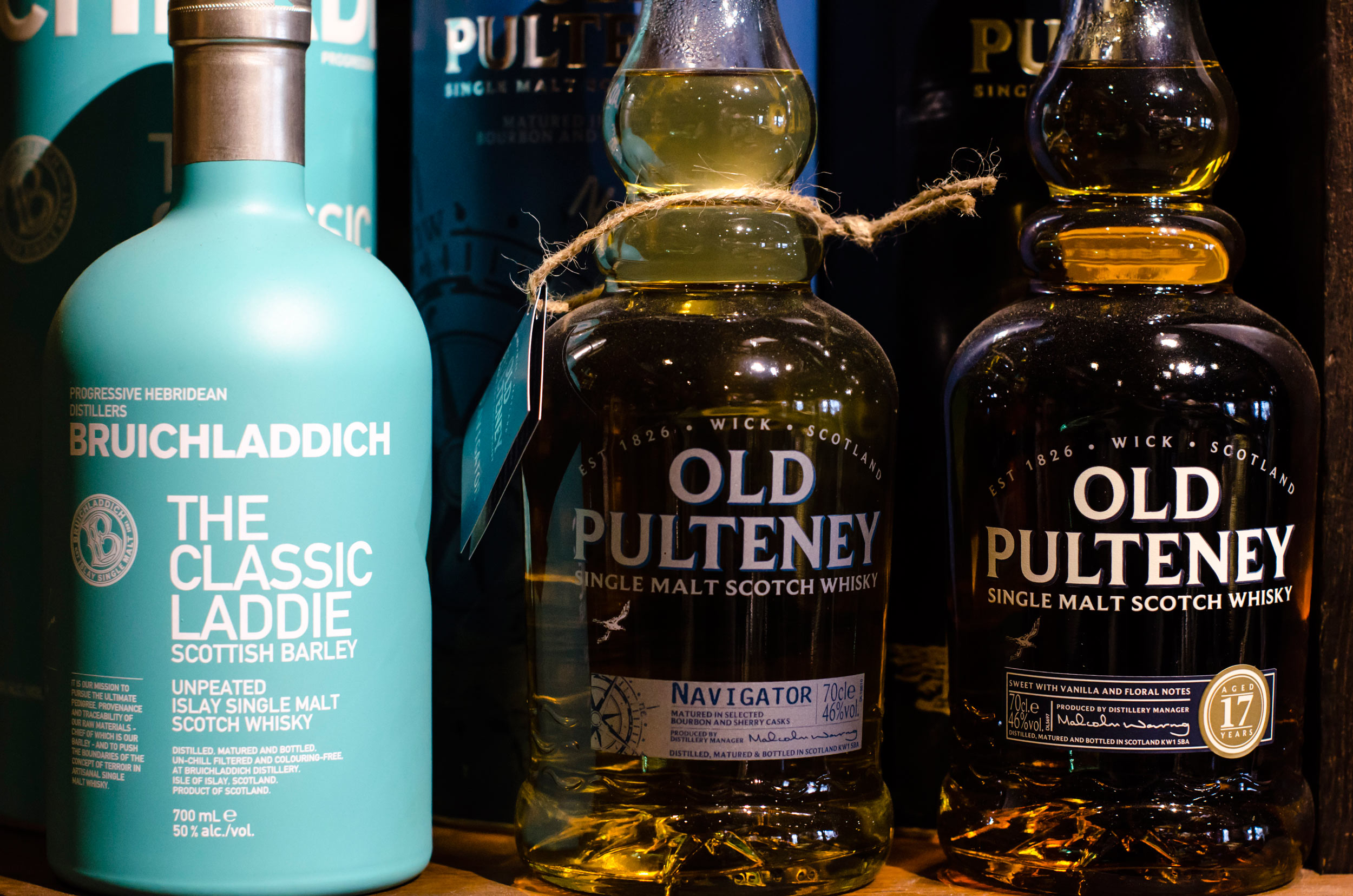whisky bruichladdich Scottish Barley The classic laddie et old puteney chez les sommeliers cavistes